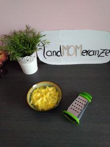 Polenta-Käse-Schnitten mit gelber Zucchini